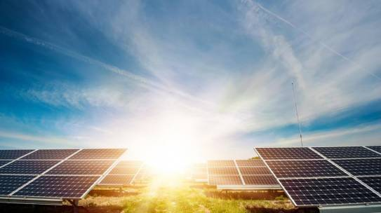 La historia de la tecnología solar. Desde la invención fotovoltaica hasta los viajes espaciales y las persianas solares
